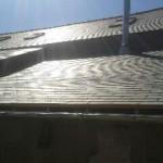 Réfection de toiture en ardoise naturelle, avec isolation par l'extérieur, fenêtre de toit et sortie de conduit de fumée